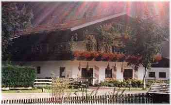 Ferienwohnung Sternenvilla Inzell - Praelat-Michael-Hoeck-Strasse 6 83334 Inzell - Anbieter Christine Ehrenboeck